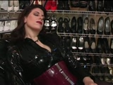 Sissy cross-dresser services mistress