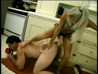 Milf with huge strapon peggs man