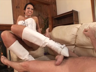 Nicki Hunter dominating with boots